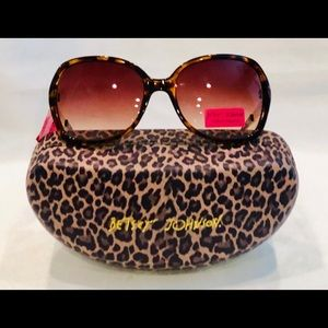 Betsey Johnson Glam Leopard Sunglasses & Hard Case